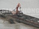 Tạm giữ chiếc tàu nghi xả chất thải ra sông Hồng