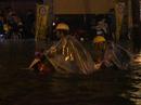 Cảnh sát PCCC giải cứu gần 1.000 xe máy chìm dưới hầm