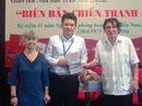 Nhà báo Trần Mai Hạnh giao lưu với sinh viên báo chí