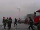 Đang giao hàng, xe máy bất ngờ bốc cháy dữ dội trên cầu