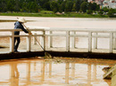 Hồ Xuân Hương ngập rác sau mưa