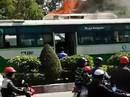 Xe buýt đang chạy bất ngờ bốc cháy giữa Sài Gòn