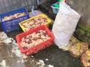 """400kg thịt gà """"ngậm"""" hàn the, chế biến gần cống thoát nước"""