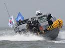 Tàu quân sự Hàn Quốc trấn áp tàu cá Trung Quốc