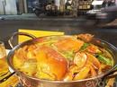 Xì xụp lẩu cua Cà Mau lề đường thơm ngọt chắc thịt
