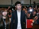 """2 nghị sĩ """"phỉ báng Trung Quốc"""" đại náo Hội đồng Lập pháp Hồng Kông"""
