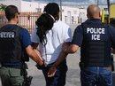 Mỹ: Gọi đường dây nóng nhập cư để báo tin... người ngoài hành tinh