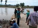 Qua cầu phao, bố cùng con trai 9 tuổi rơi xuống sông tử vong