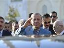 Tổng thống Thổ Nhĩ Kỳ ngất xỉu trong lễ cầu nguyện