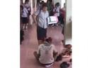 Thái Lan: Giáo viên bắt học sinh lạy giày