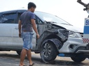 Toyota Innova văng như phim trên cầu Nguyễn Hữu Cảnh