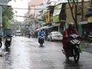 Người dân TP HCM bất ngờ trước mưa giông... đánh úp!