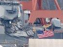 """Tàu chiến Mỹ """"không né tránh"""" dù được tàu hàng cảnh báo?"""