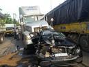 5 người la hét trong chiếc ô tô ở đường Cộng Hòa