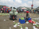 Chợ đầu mối Thủ Đức khổ sở vì rác