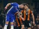 Đấu đầu kinh hoàng với Cahill, tiền vệ Hull nứt sọ