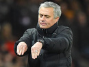 """Mourinho: Cầu thủ Man City """"mong manh, dễ ngã"""""""