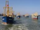 Đội tàu vỏ thép rẽ sóng vươn khơi