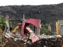 Núi rác đổ sập, 16 người chết, nhà cửa bị chôn vùi