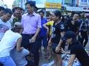 """Đắk Lắk: """"Giành"""" vỉa hè, lực lượng chức năng bị chống đối"""