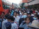 Kẹt xe, trễ phà, hàng ngàn người miền Tây kẹt lại TP HCM