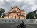 """Tường rào công trình Nhà thờ Đức Bà bị """"bôi bẩn"""""""