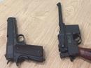 Mang 2 khẩu súng ngắn nhập cảnh TP HCM