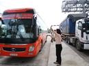 Hệ lụy BOT Cai Lậy: Xe chở công nhân đòi tăng cước