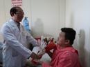 Cảm động người dân đến bệnh viện thăm chiến sĩ PCCC
