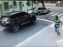 Clip - Cựu tuyển thủ Brazil bị cướp xe như trong phim