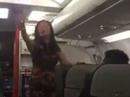 """Khách nữ gây rối như """"hàng tôm hàng cá"""" trên máy bay"""