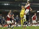 Arsenal mất điểm sân nhà, Everton bị loại khỏi Europa League