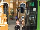 Ngày đầu tại ngoại, hoa hậu Phương Nga đến tòa án