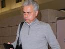 Thầy trò Mourinho bay đêm chuẩn bị đại chiến Arsenal