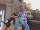 """Cặp bố con gây """"sốt"""" mạng xã hội bằng video nhảy ngộ nghĩnh"""