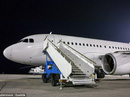 Tại sao hành khách luôn vào và ra khỏi máy bay từ cửa bên trái?