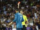 Đẩy trọng tài, Ronaldo đối mặt với án phạt