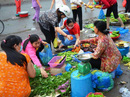 Công nhân đương đầu với thực phẩm bẩn