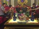 Hàng trăm thanh niên biểu hiện phê ma túy trong quán karaoke