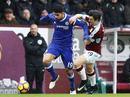 Burnley cản Chelsea, Leicester lún sâu vào nguy hiểm