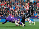 Công làm thủ phá, Man United dứt mạch toàn thắng