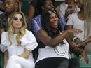 """Serena bầu bì đến sân, Roland Garros """"sốt"""" hôn nhân đồng giới"""