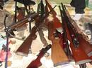 Bị bắt quả tang mang theo người 2 súng AK, 41 viên đạn