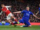 Wenger bênh vực màn ăn vạ thô thiển của Sanchez