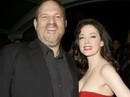 Người đẹp tố Harvey Weinstein cưỡng hiếp bị phanh phui lệnh bắt giữ