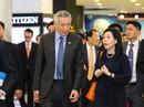"""Vợ chồng Thủ tướng Lý Hiển Long """"dạo chơi"""" trung tâm thương mại"""