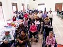 Quỹ Lawrence S.Ting trao xe lăn, xe lắc cho người khuyết tật