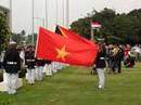 Quốc kỳ Việt Nam bay cao trên bầu trời Manila