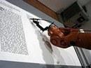 Robot viết kinh thánh!