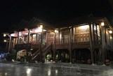 Đến Tây cũng choáng với ngôi nhà toàn gỗ ở Điện Biên